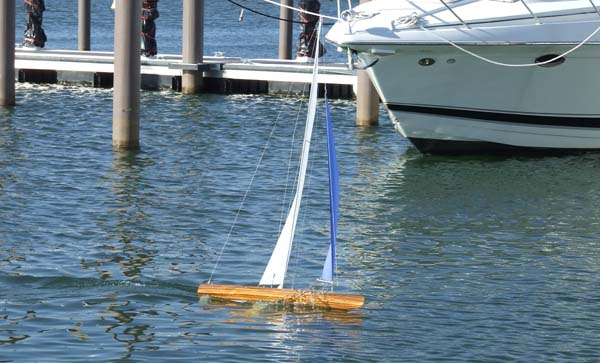 rc sailboat model 1